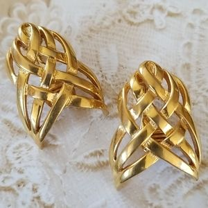 Vintage MONET Goldtone Metal Clip Earrings EUC